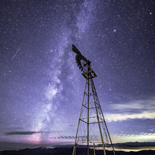 04 Windmill and Milky Way - Full Spectrum
